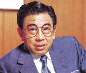 <b>鈴木敏文(すずき・としふみ)氏</b><br />1932年12月1日生まれ。1956年中央大学経済学部卒業、同年東京出版販売入社、1963年8月同社退社。1963年9月イトーヨーカ堂入社、1971年イトーヨーカ堂取締役に就任、1973年ヨークセブン(現セブン-イレブン・ジャパン)専務、1977年イトーヨーカ堂常務、1978年セブン-イレブン・ジャパン社長、1983年イトーヨーカ堂専務、1985年イトーヨーカ堂副社長に就任。(写真:中西 昭)