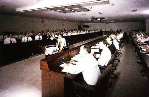 週に1度開かれる「業革」の会議