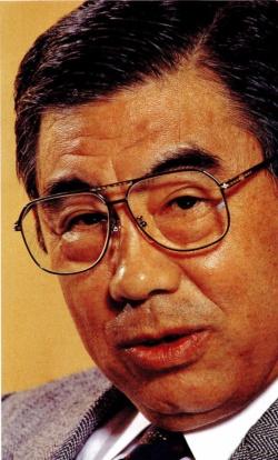 1994年、日経ビジネスのインタビューに応じる鈴木敏文氏(写真:清水盟貴、ほかも同じ)