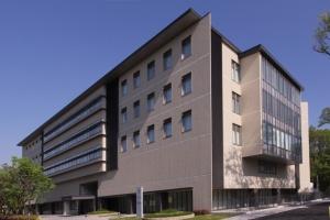 iPS細胞研究所 研究棟外観(写真提供:京都大学iPS細胞研究所)