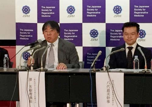 緊急記者会見を開き、違法なさい帯血投与に注意を呼びかける日本再生医療学会。左は澤芳樹理事長。(2017年7月4日)