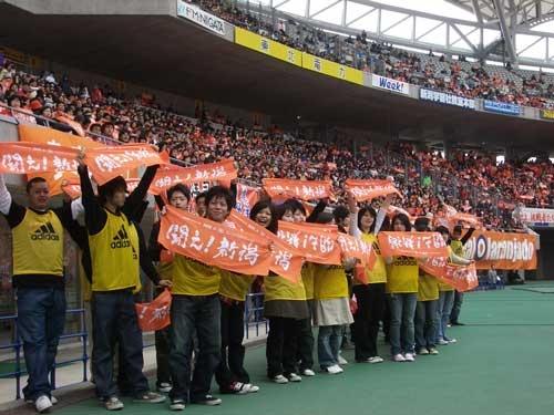 亀田製菓の2015年の新入社員たち。毎年、亀田製菓がスポンサーとなって開催しているサンクスデーで重要な役割を果たす