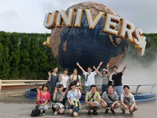 龍名館では新入社員が中心に社員旅行を企画。これは大阪2泊3日ツアーの写真