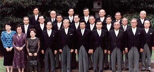 1993年に発足した細川護熙・連立内閣で小選挙区制などが導入された(写真=毎日新聞社/アフロ)