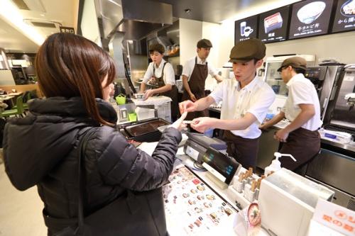 吉野家は顧客ニーズの変化をとらえ、伝統的な「フルサービス」の見直しを進めている(写真=北山宏一)