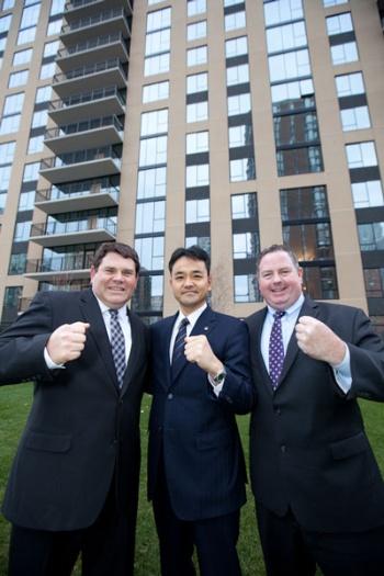 ダイワハウステキサスの脇田健社長(中)、リンカーン社のジョセフ・セゴビアノ氏(左)らは手を携えて米国事業の拡大に奔走している