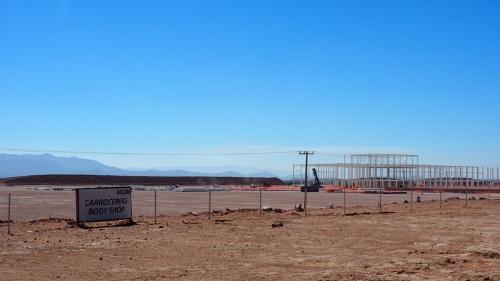 フォードが工場建設を撤回したサン・ルイス・ポトシの予定地。途中まで組み上がった鉄骨が奥に見える