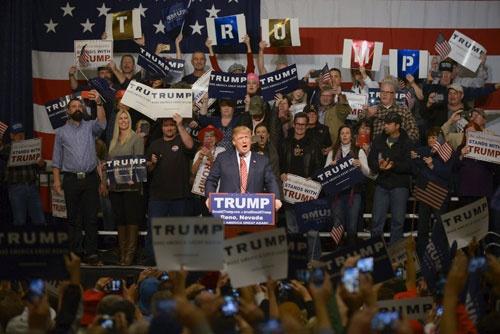 トランプ大統領誕生を支えた中間層の熱狂は、やがて…(写真:ロイター/アフロ)