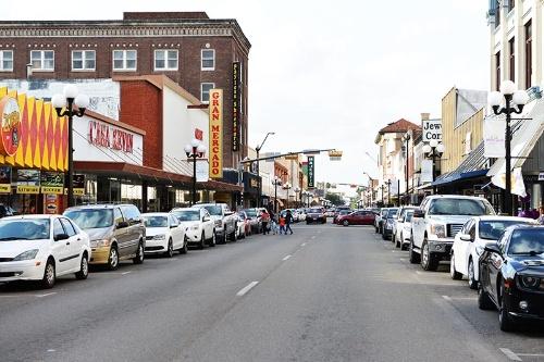 ブラウンズビル。メキシコの文化が色濃いサウステキサスの典型的な街並み