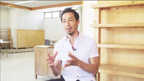2人の娘を通わせていた鈴木大裕氏。理想とする教育を実践するため、帰国後、高知県土佐町に移住した(写真:Retsu Motoyoshi)