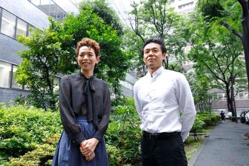 宮城大学食産業学群教授の石川伸一さん(写真内右、写真:竹井俊晴、ほかも同じ)