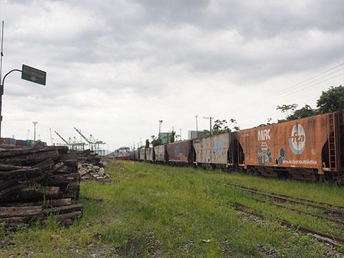 待機中の貨物列車