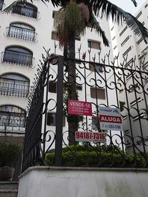 サンパウロ一の目抜き通り、パウリスタ通り周辺の高級マンションもこの有様。「VENDE-SE」は「ここ売ります」の意味