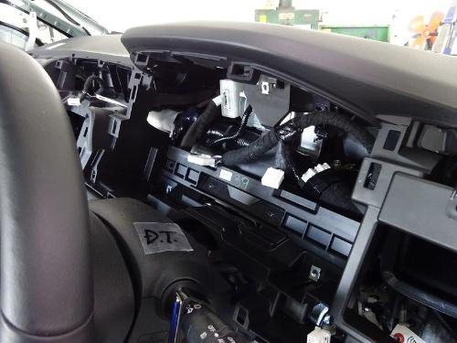 図6 運転席前のダッシュボード内の様子