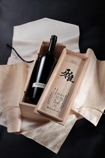 1本60万円の緑茶ボトル「King of Green HOSHINO Super Premium」は受注生産で、国内向けは2本分のみを用意している。