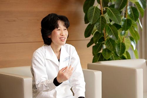 サントリーウエルネス 健康科学研究所 開発主幹 薬学博士 飯野妙子さん(写真:行友重治、以下同)