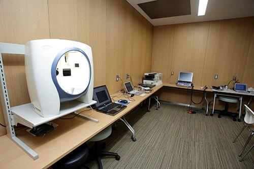 地味な部屋ですが、各種測定機器がズラリ