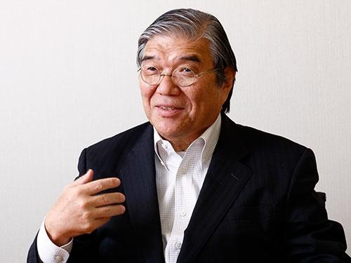 <b>本山和夫(もとやま・かずお)</b>さん<br /> 1950年、東京都生まれ。1972年、東京理科大学理工学部を卒業、アサヒビール(現アサヒグループホールディングス)入社。物流システム本部長など物流やIT(情報通信)の要職を歴任し、2003年執行役員・戦略企画本部長、2010年副社長、2013年アサヒ飲料社長。2015年3月にアサヒ飲料社長を退任、同年9月から東京理科大学理事長。(写真:竹井 俊晴)