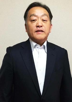"""<b>岡村進(おかむら・すすむ)氏</b><br/><b>人財アジア 社長</b><br/>1961年生まれ。1985年東京大学法学部卒。同年第一生命保険に入社し、20年間勤務。その間に、国内運用部門、人事・企画部、米国運用子会社興銀第一ライフ・アセット・マネジメントUSA(現DIAM USA)社長兼CEOなどを歴任した。2005年、スイスの金融大手UBSの資産運用部門であるUBSグローバル・アセット・マネジメントに入社。2008年より日本法人の社長を務めた。2013年6月に同社を退社、7月に一念発起しグローバル人材育成を目指す「<a href=""""http://eat-star.asia/"""" target=""""_blank"""">人財アジア</a>」を設立、社長に。2015年4月「EATビジネス予備校丸の内校」を開校。1年のコースで、1期生23人を送り出し、今年は2期目。現在、福岡校の開校を準備中。著書に『自己変革 世界と戦うためのキャリアづくり』(きんざい)、『外資の社長になって初めて知った「会社に頼らない」仕事力』(明日香出版社)。"""