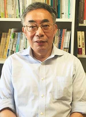 "<b>八代 尚宏(やしろ・なおひろ)氏</b><br/><b>昭和女子大学特命教授</b><br/>1946年2月大阪府生まれ。国際基督教大学と東京大学経済学部を卒業後、経済企画庁に入る。在職中に米メリーランド大学で経済学博士号を取得。OECD日本政府代表部とOECD事務局に出向した。上智大学教授、日本経済研究センター理事長、国際基督教大学教授などを歴任し、現在は昭和女子大学特命教授。政府の経済財政諮問会議や規制改革会議の議員を務めた。専門は労働経済学、経済政策。『<a href=""https://www.amazon.co.jp/dp/4121023749"" target=""_blank"">シルバー民主主義──高齢者優遇をどう克服するか</a>』(中公新書)、『<a href=""https://www.amazon.co.jp/dp/4532356326/"" target=""_blank"">日本的雇用慣行を打ち破れ</a>』(日本経済新聞出版社)、『<a href=""https://www.amazon.co.jp/dp/B00V7O7R4A/"" target=""_blank"">反グローバリズムの克服:世界の経済政策に学ぶ</a>』(新潮選書)など著書多数。"
