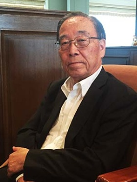 <b>國松孝次(くにまつ・たかじ)氏</b><br /><b>未来を創る財団会長(元警察庁長官、元スイス大使)</b><br/>1937年6月生まれ。東京大学法学部卒。1961年警察庁入庁、警視庁本富士警察署長、在フランス日本国大使館1等書記官、大分県警察本部長、警視庁公安部長などを経て、1994年警察庁長官。1995年に自宅前で何者かに狙撃され一時危篤に。1999年9月から2002年12月まで在スイス特命全権大使。2003年特定非営利活動法人救急ヘリ病院ネットワーク(HEM-Net)理事長に就任、現在は会長を務める。一般財団法人「未来を創る財団」会長。