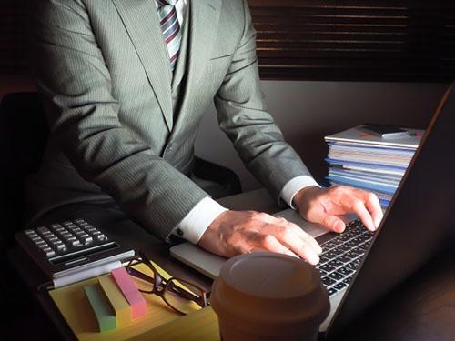 「勤務間インターバル制」が導入されると、深夜残業は難しくなる