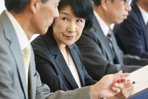 業務に精通したベテラン女性の役割は極めて重要になる(写真:PIXTA)