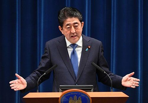 衆議院解散を正式表明した安倍晋三首相(写真:毎日新聞社/アフロ)