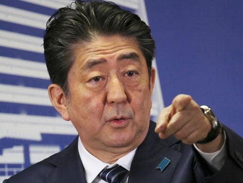 衆議院選挙の結果を受け、記者会見する安倍晋三首相(写真=AP/アフロ)