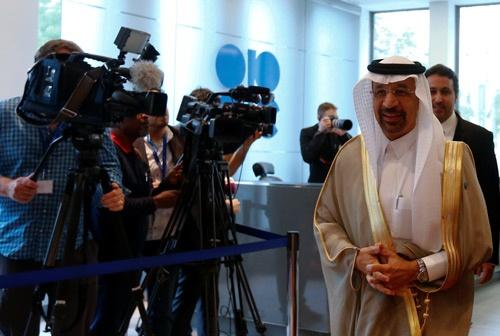 OPEC総会に臨んだサウジアラビアのファリハ・エネルギー相(写真:ロイター/アフロ)