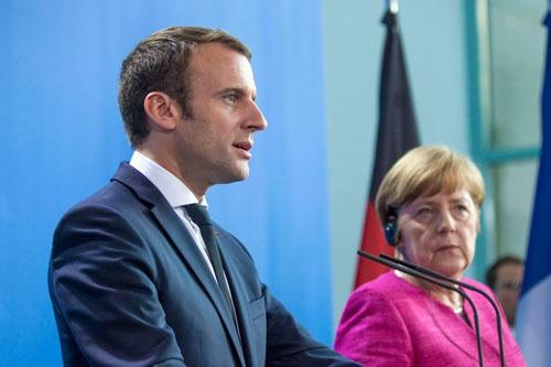 フランスのマクロン大統領は最大の政治的効果を狙って、仏米首脳会談の直前に内燃機関自動車の販売禁止方針を打ち出した。その背景には自国の自動車産業と電源構成を冷静に見極めた深い戦略がある(写真:Sipa USA/amanaimages)