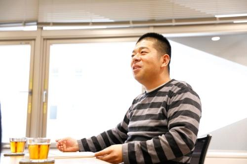 "<span class=""fontBold"">シバタ ナオキ氏</span><br />元・楽天株式会社執行役員、東京大学工学系研究科助教、スタンフォード大学客員研究員。東京大学工学系研究科博士課程修了(工学博士、技術経営学専攻)。スタートアップを経営する傍ら、noteで「決算が読めるようになるノート」を連載中。経営者やビジネスパーソン、技術者などに向けて決算分析の独自ノウハウを伝授している。2017年7月に書籍『MBAより簡単で英語より大切な決算を読む習慣』(日経BP社)を発刊。"