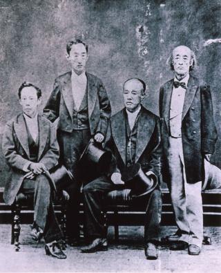 高須4兄弟肖像。向かって右から、徳川慶勝・ 徳川(一橋)茂栄・松平容保・松平定敬(複製/原資料行基寺蔵) 海津市歴史民俗資料館提供