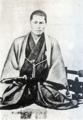新撰組の局長、近藤勇。新撰組が活躍していた頃、会津藩とともに京都の治安維持に努めたのは桑名藩だった(写真:近現代PL/アフロ)