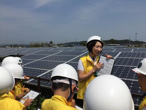 太陽光パネルを使って、子供たちの体験学習を実施する