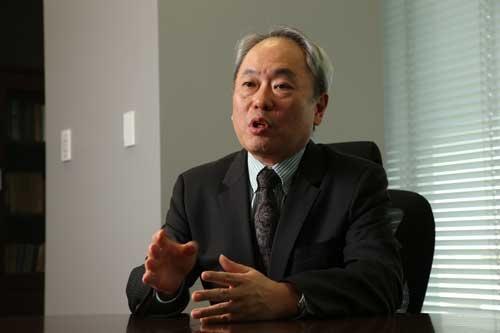 "<span class=""fontBold"">冨山和彦(とやま・かずひこ)氏</span><br /> ボストンコンサルティンググループやコーポレイトディレクション代表取締役をへて、産業再生機構の設立に参画。解散後に経営共創基盤を設立。日本航空やカネボウなどの企業再生に関わってきたことで知られる。東京電力ホールディングスの社外取締役も務める(写真:陶山 勉)"