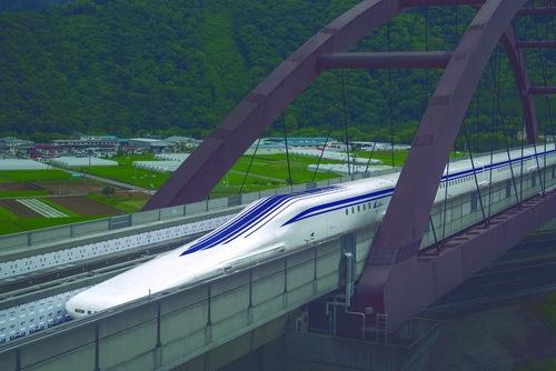 現在は山梨県の実験線で走行試験が繰り返されている超電導リニア。2027年の東京~名古屋の開通を目指し、本格的な工事が始まっている (写真提供=JR東海)