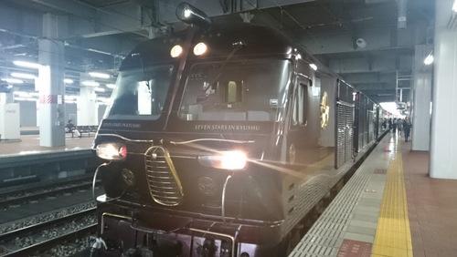 JR九州が発案した豪華寝台列車「ななつ星in九州」。1泊2日コースで30万~45万円と高額だが、人気のため予約が難しい