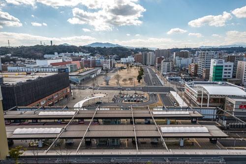 駅の南側は、かつて国鉄の用地で閑散としていたが、再開発事業でマンションなどが立ち並ぶ人気エリアとなった。(写真:山本巌)