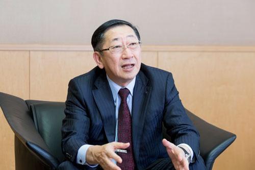 JR九州の青柳俊彦社長は「30年間、失敗を積み重ねてきた。それが街づくりを進めていく上での基本になっている」と語る。(写真:諸石信)