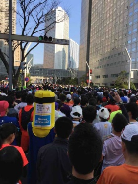 東京マラソンのスタート直前。快晴で気温も8度と絶好のマラソン日和のはずだった…