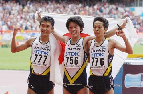 2003年の世界陸上パリ大会。男子マラソンで佐藤敦之が金メダルを活躍する一方で、競歩では失格が相次いだ(写真:読売新聞/アフロ)