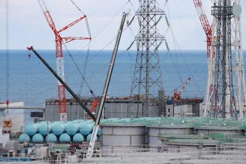 大型休憩所の7階から見た3号機原子炉建屋の上部(写真:日本記者クラブ取材団代表撮影)