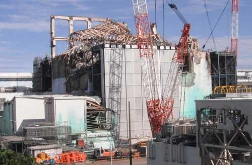 2012年9月頃の3号機原子炉建屋。建屋の上部には、崩落した屋根の部材などが折り重なっていた(写真:東京電力)
