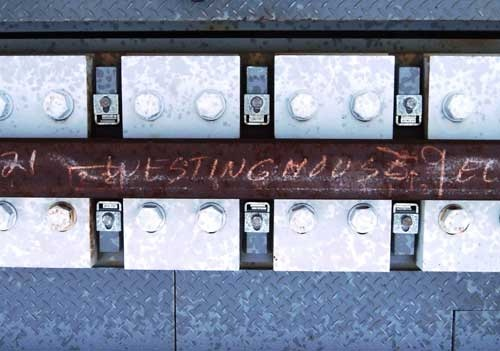 3号機の使用済み燃料取り出しは東芝が担当する。その証拠に、FHMガーダーの上部に敷設したレールには、「WESTINGHOUSE」の文字が。ウエスチングハウスは東芝の米原子力子会社だ(写真:日経コンストラクション)