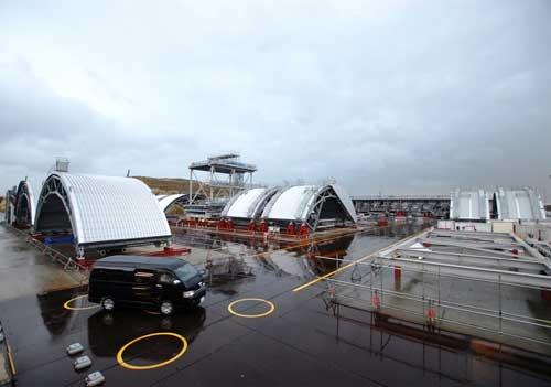 3号機原子炉建屋の燃料取り出し用カバーのドーム屋根のパーツ。FHMガーダーとともに、発電所から55km離れた福島県いわき市の小名浜港で保管している(写真:日経コンストラクション)