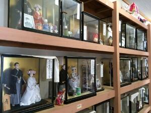 人形堂には無数の夫婦人形が