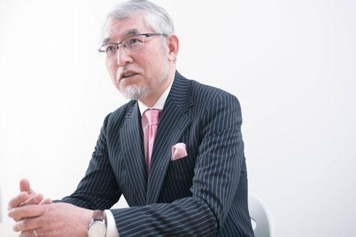 <b>大江英樹(おおえ・ひでき)氏</b><br />経済コラムニスト。1952年、大阪府生まれ。大手証券会社で個人資産運用業務、企業年金制度のコンサルティングなどに従事。定年後の2012年にオフィス・リベルタス設立。写真:洞澤 佐智子
