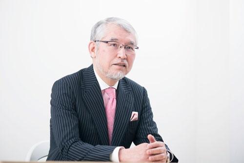 <b>大江英樹(おおえ・ひでき)氏</b><br /> 経済コラムニスト。1952年、大阪府生まれ。大手証券会社で個人資産運用業務、企業年金制度のコンサルティングなどに従事。定年後の2012年にオフィス・リベルタス設立。写真:洞澤 佐智子
