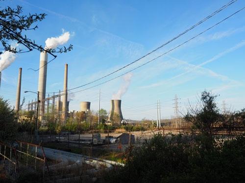 安価な天然ガスの影響で石炭火力発電所の廃止が相次いだ。